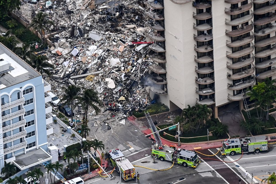 Toàn cảnh vụ sập tòa nhà 12 tầng ven biển ở Mỹ, 99 người mất tích
