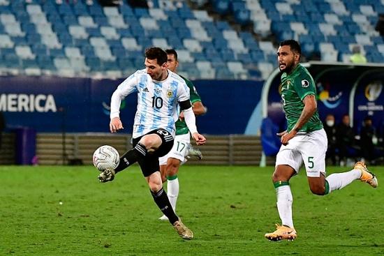 Bolivia 1-4 Argentina: Messi rực sáng