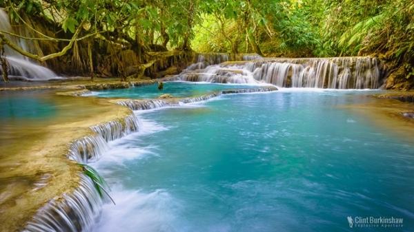 Thác Tat Kuang Si, Luang Prabang, Lào: Không có gì xua tan cái nóng ở Lào hơn là được thả mình vào làn nước có màu xanh lạ lùng của thác Tat Kuang Si. Dòng thác tạo ra nhiều hồ bơi tự nhiên nhỏ trước khi đổ vào một hồ nước chính, nơi du khách có thể đu dây, bơi lội, chơi đùa. Thác nước này là nơi bạn không thể bỏ qua khi tới Lào. Ảnh: