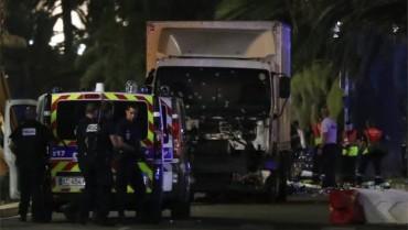 Pháp bị tấn công rúng động đúng Quốc khánh, gần 200 người thương vong