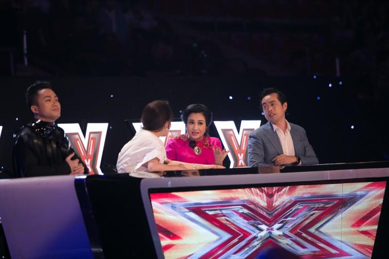 """Thấy gì sau """"cuộc chiến""""giữa các HLV X-Factor?"""