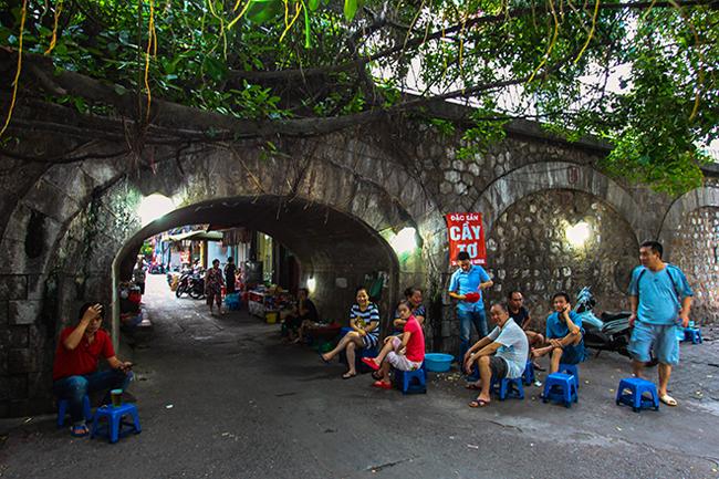 Bí mật dưới những vòm cầu trăm tuổi ở Hà Nội