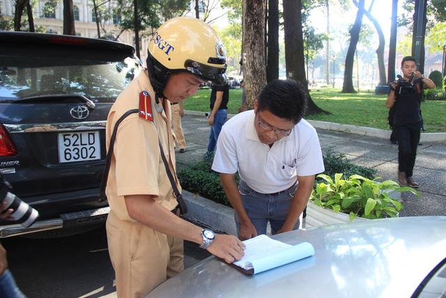 Báo cáo Thủ tướng việc xử phạt người không mang bản chính đăng ký xe
