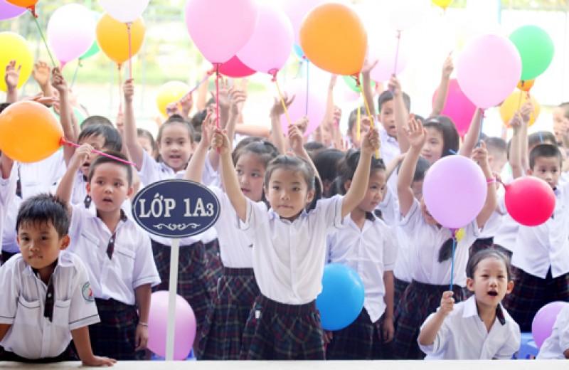 Học sinh TP Hồ Chí Minh tựu trường ngày 14-8