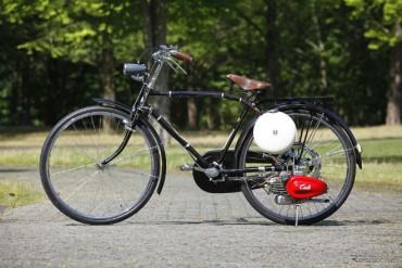Tuyệt đẹp Honda Cub F đời đầu, đốn tim dân mê xe cổ
