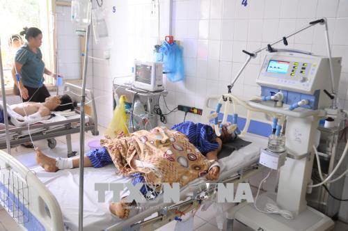 Lạng Sơn: Xe 7 chỗ bị hất văng, 5 người trọng thương