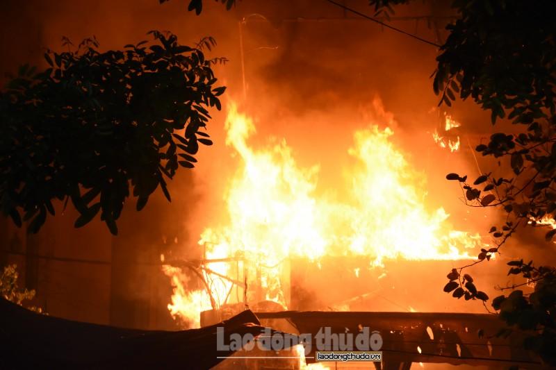 Cháy lớn tại quán bia ở đường Quán Sứ hàng trăm người hoảng loạn