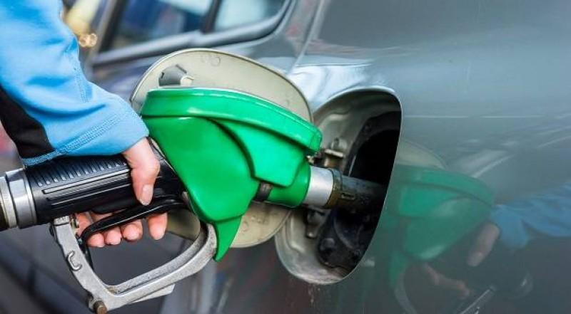 Nắng nóng, có nên đổ đầy bình xăng ô tô và xe máy không?