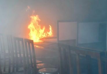 Phòng tin học trường THCS bốc cháy, nhiều máy tính bị thiêu rụi