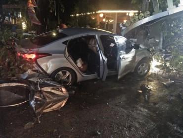 Đắk Nông: Ô tô lao vào quán cà phê, hai nữ sinh tử vong, nhiều người bị thương