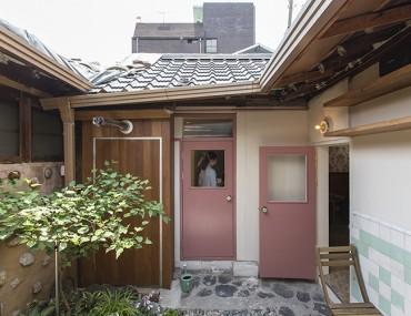 Căn nhà 100 năm tuổi đẹp nao lòng giữa phố thị