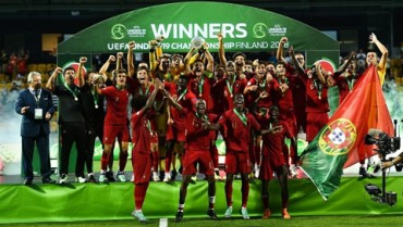 U19 Bồ Đào Nha lần đầu lên đỉnh châu Âu