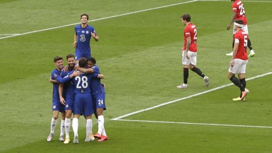 Man Utd 1-3 Chelsea: Hàng thủ mắc lỗi, Quỷ đỏ trao vé chung kết cho đối phương