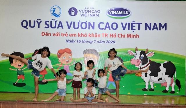 Quỹ sữa vươn cao Việt Nam và Vinamilk tiếp tục hành trình kết nối yêu thương tại TP Hồ Chí Minh