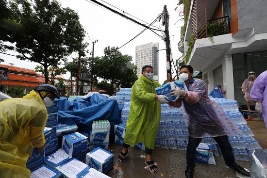 Bất chấp thời tiết, chính quyền cùng nhân dân Đà Nẵng chung tay dập dịch