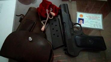 Mang súng K54 đến cơ quan để phòng thân