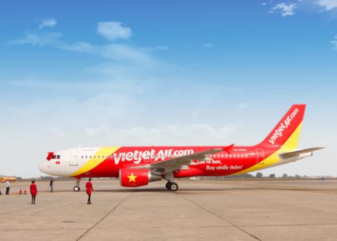 Máy bay Vietjet bị chim va vào động cơ phải dừng hoạt động