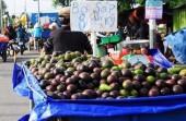 Coi chừng phạt nặng vì bán trái cây cân thiếu