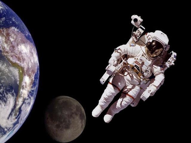 Con người tương lai có thể gọi điện thoại lên Mặt Trăng?