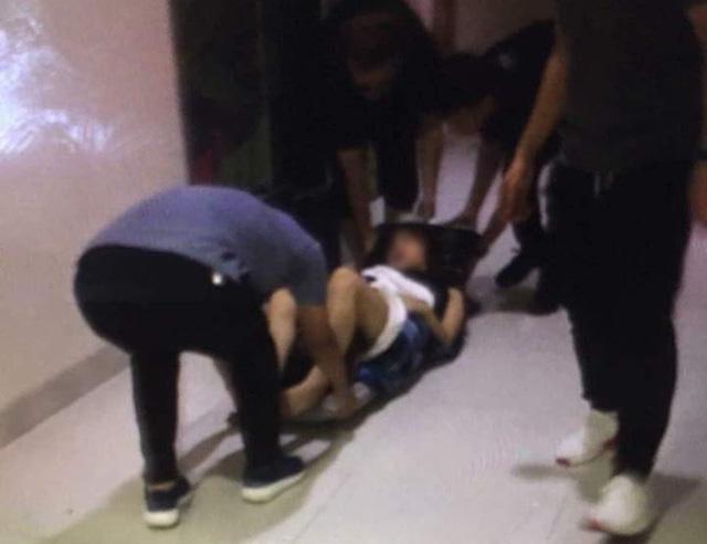 Hà Nội: Đôi nam nữ bị thương trong chiếc thang máy gặp sự cố