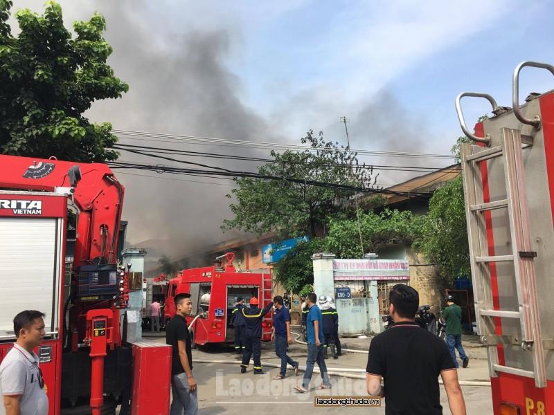Cháy lớn ở Cảng Hà Nội