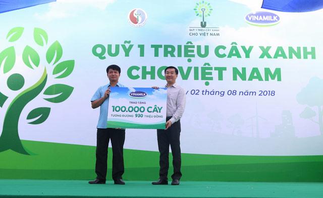 """Phát huy đạo lý """"Uống nước nhớ nguồn"""" – Vinamilk trồng 100.000 cây xanh tại tỉnh Bắc Kạn"""
