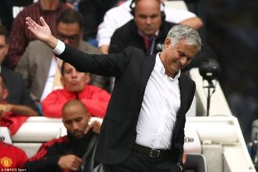 Brighton 3-2 Man Utd: Thảm họa ở Amex