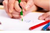 Để trẻ thuận tay trái phát triển tự nhiên