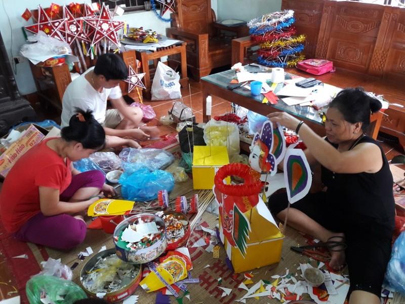 http://laodongthudo.vn/stores/news_dataimages/quocdai/082018/23/11/4936_CY_mYi_dYp_Trung_thu_cY_gia_Yinh_co_TuyYn_lYi_tYt_bYt_YY_lam_nhYng_mon_YY_chYi_truyYn_thYng_Ynh_NguyYn_Hoa.jpg
