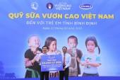 Vinamilk tiếp tục trao 64.000 ly sữa cho trẻ em Bình Định