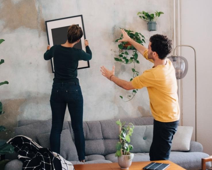 Cùng trang trí nhà cửa, thay đổi không gian sống cũng là cách làm mới cuộc hôn nhân. Ảnh nguồn: AFP.