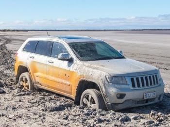 Kỹ năng xử lý khi xe ôtô bị sa vũng lầy