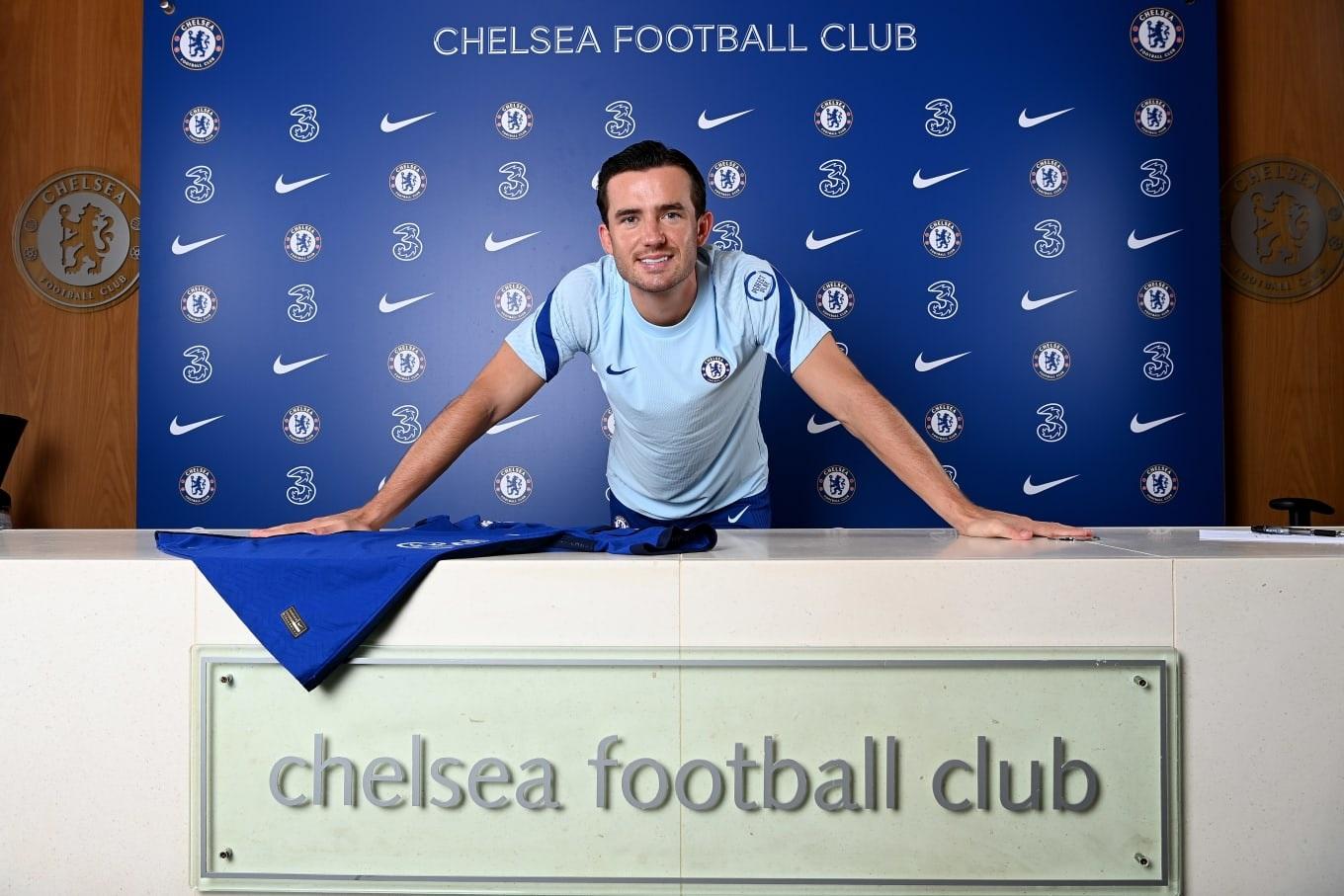 Ben Chilwell cập bến Chelsea với giá 50 triệu bảng