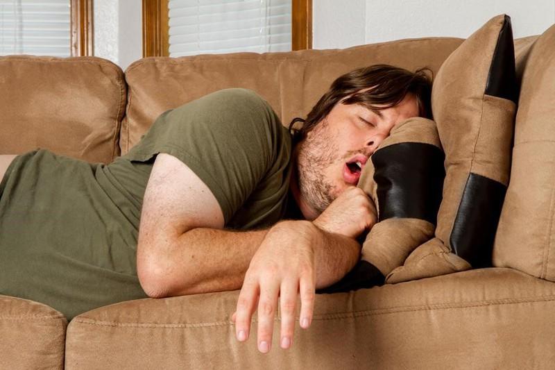 Ngủ trưa quá nhiều làm tăng nguy cơ chết sớm và bệnh tim mạch