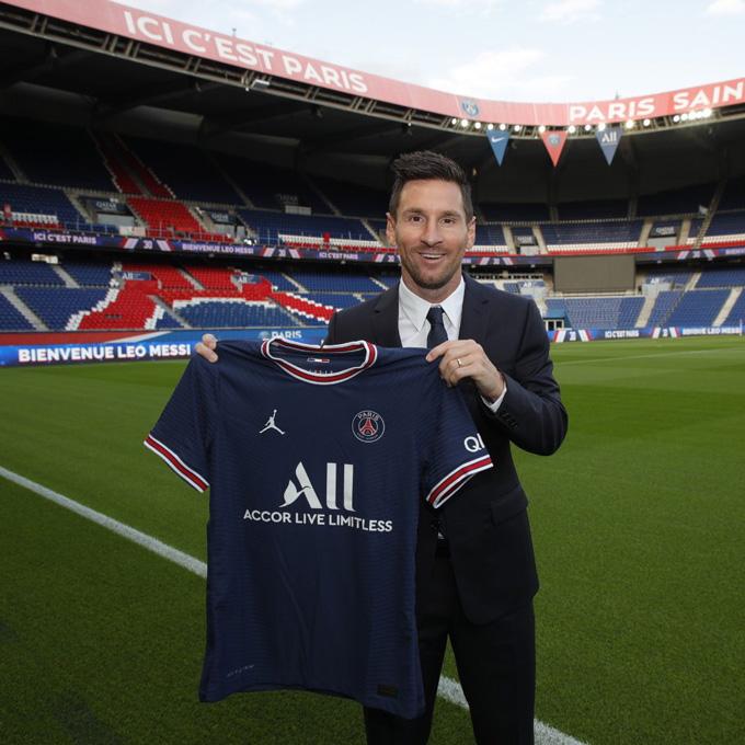 """Messi chính thức ra nhập Paris Saint-Germain với mức lương """"khủng"""""""