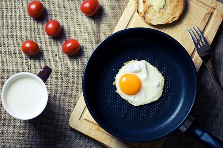 Ăn quá ít vào bữa sáng sẽ khiến tăng cân nhanh chóng. Ảnh: Bright Side
