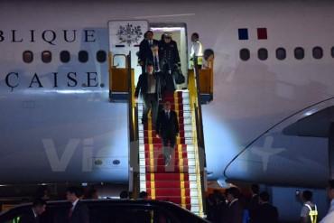 Tổng thống Pháp đã đặt chân xuống sân bay Quốc tế Nội Bài
