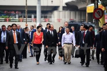 Tổng thống Pháp Hollande dạo thăm phố cổ Hà Nội