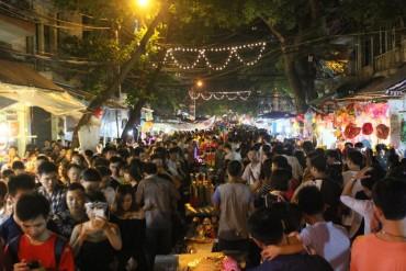 Biển người vui Tết Trung thu ở trung tâm Hà Nội