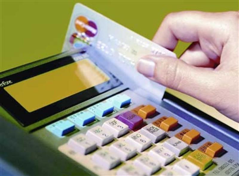 Sử dụng thẻ tín dụng giả để mua vàng