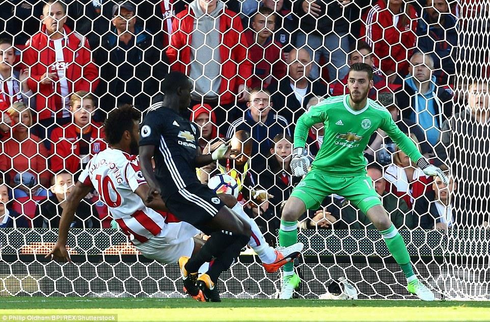 Stoke 2-2 Man Utd: 'Quỷ đỏ' sập bẫy tại Britannia