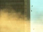 Vụ khủng bố 11/9: Những bức ảnh vẫn khiến người xem rùng mình sau 16 năm