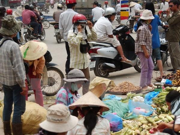 Xóa 'chợ cóc,' chợ tạm: Cần thay đổi thói quen tiêu dùng