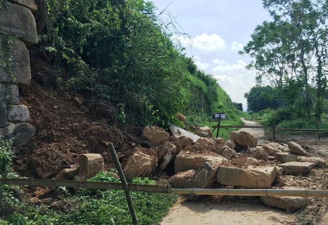 Tường thành công trình kiến trúc độc nhất vô nhị tại Việt Nam bị sạt lở