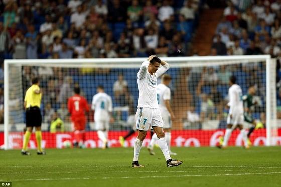 Dứt điểm kém, Real thua sốc tại Bernabeu