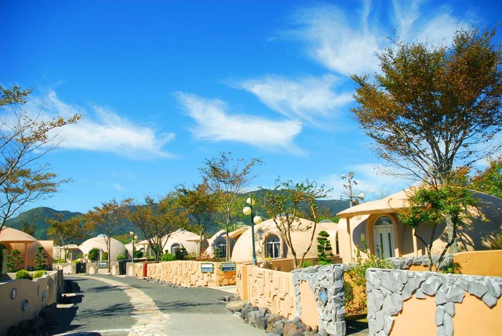 Những ngôi nhà nấm dễ thương chống chịu động đất