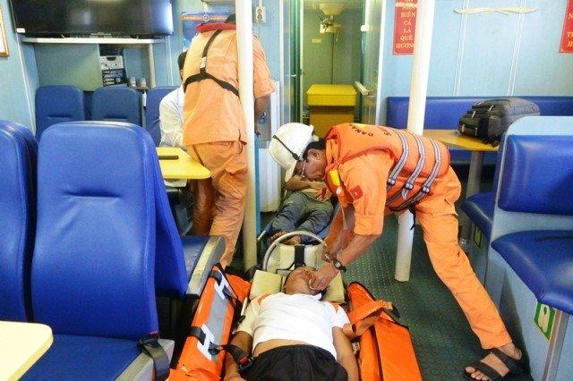 Cứu ba thuyền viên tàu cá bị ngạt khí gas hầm lạnh