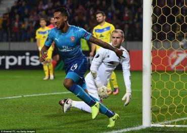 BATE 2-4 Arsenal: Pháo thủ giữ vững ngôi đầu
