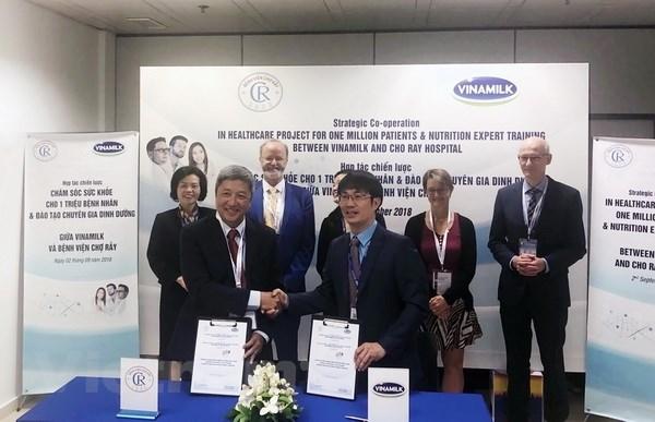 Vinamilk và Bệnh viện Chợ Rẫy ký kết hợp tác chiến lược về đào tạo chuyên gia dinh dưỡng