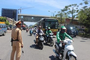 Mục tiêu hạn chế xe cá nhân để chống ùn tắc trong nội đô: Vấn đề là hành lang pháp lý